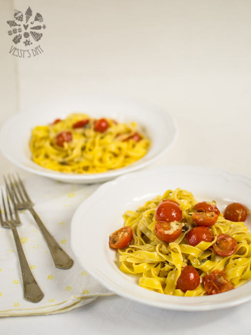 Pasta with cherry tomatoes (1 of 1)