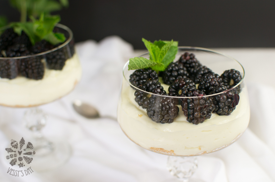 Mascarpone with blackberries  (1 of 1)