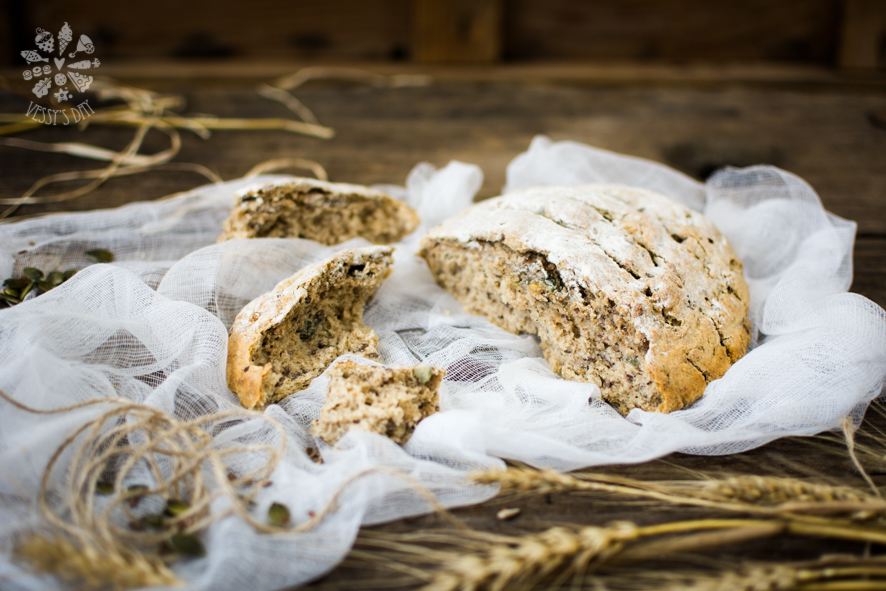 Bread with seeds (1 of 1)-12