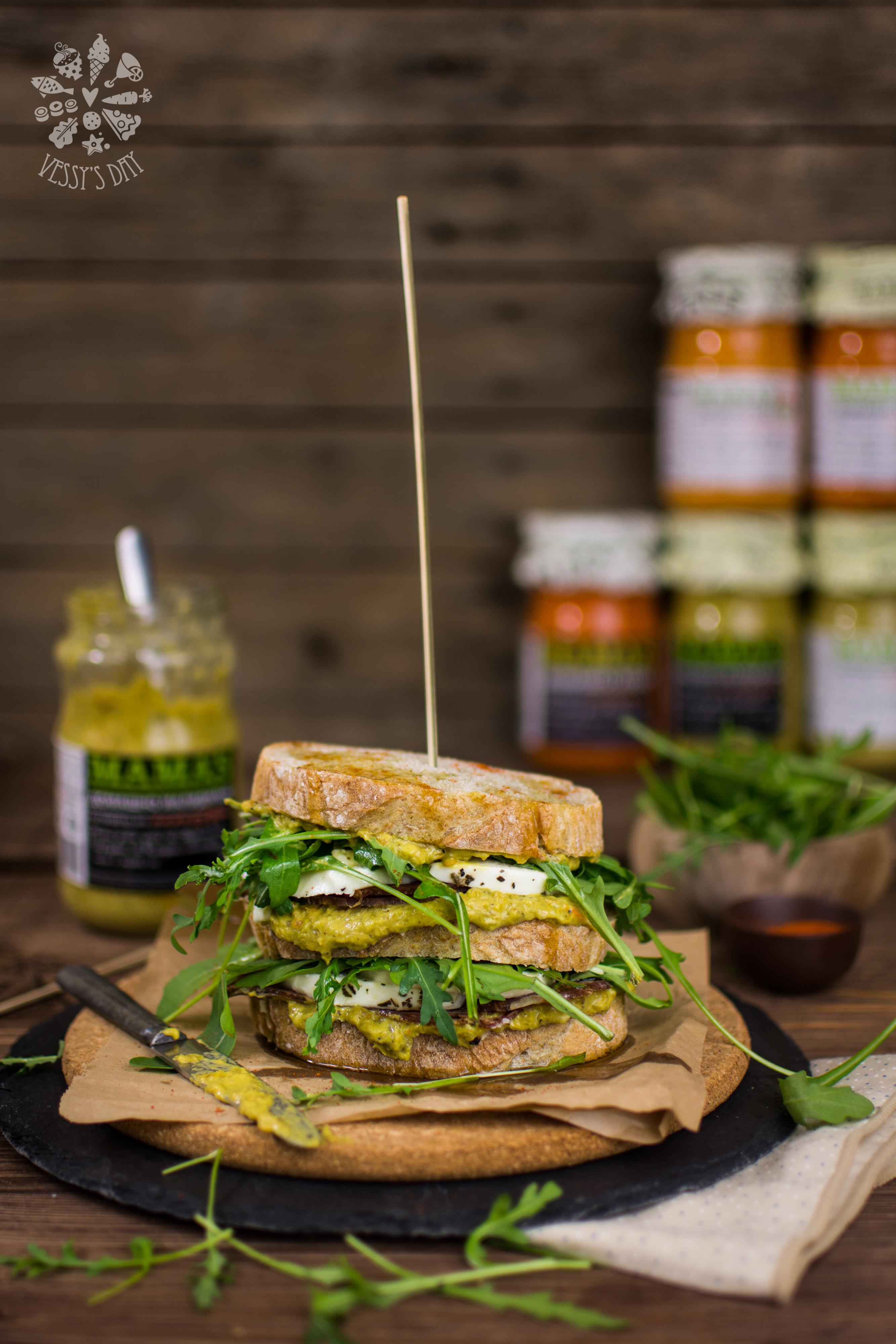Сандвич с малиджано и моцарела