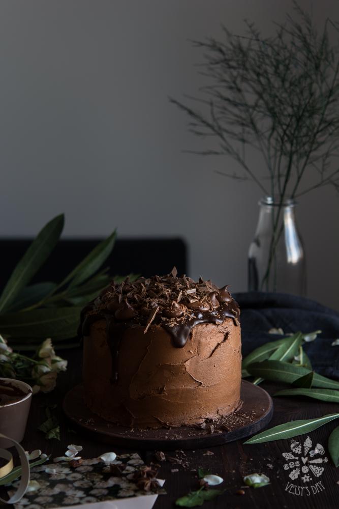 Торта със сладко от бели череши и шоколад