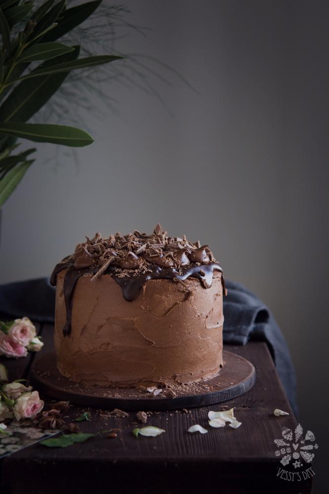 Торта с бели череши и шоколад
