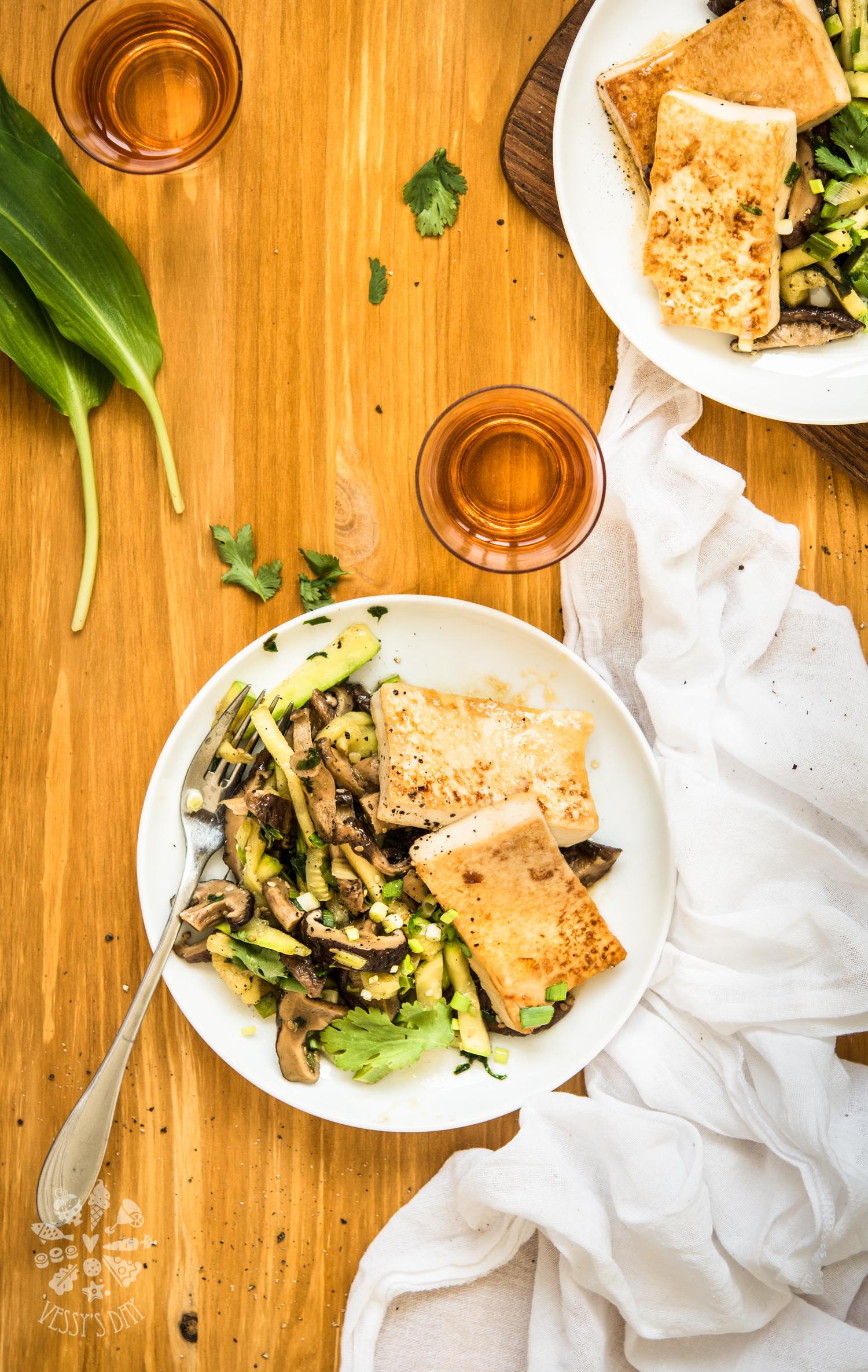 Глазирано тофу с мед и мирин, шийтаке и тиквички