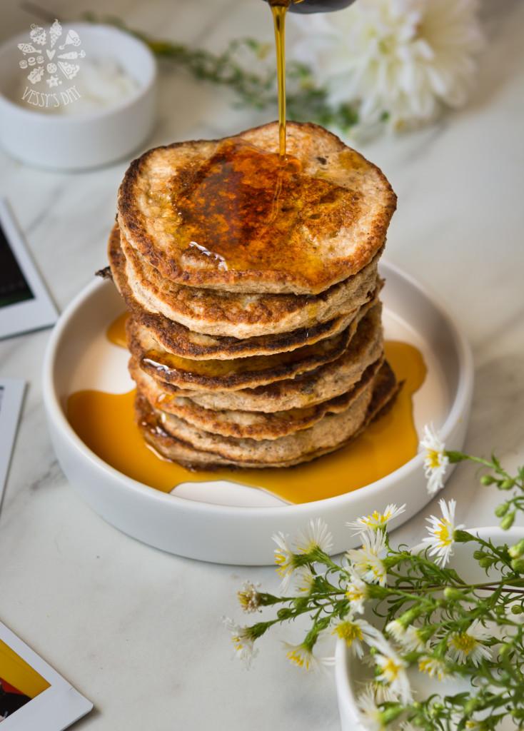 Healthy oat & banana pancakes-5933
